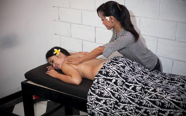 Spa Bali-Black & White Spa Sanur, Bali-Massage