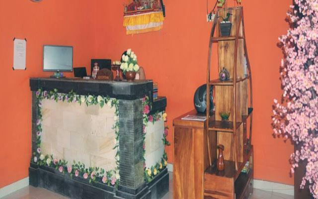 Spa Denpasar - Marina Salon and Spa : receptionist